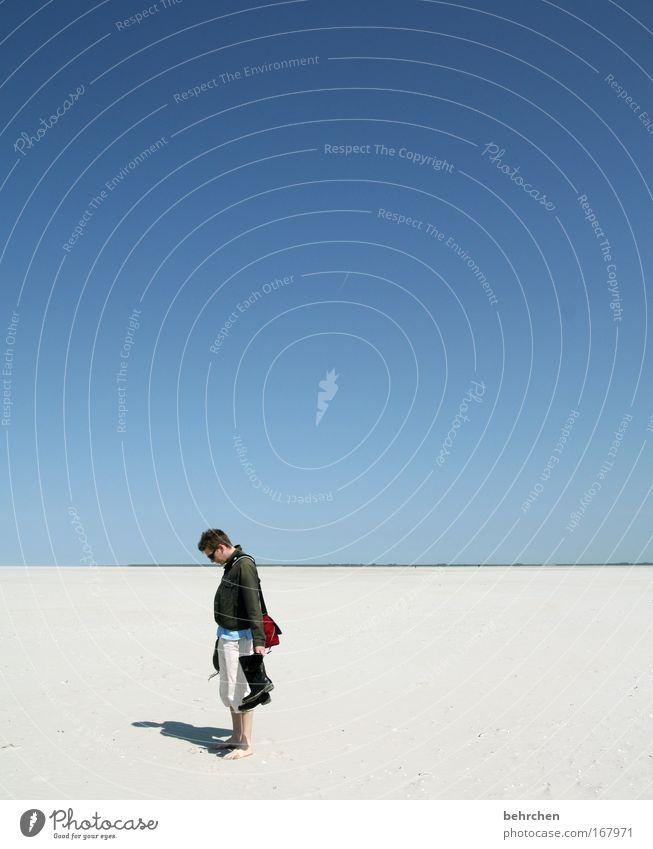 s wie ... Himmel Mann Sonne Meer Strand Erwachsene Ferne Freiheit Zufriedenheit Ausflug 18-30 Jahre Nordsee Schönes Wetter Partner Stiefel Barfuß