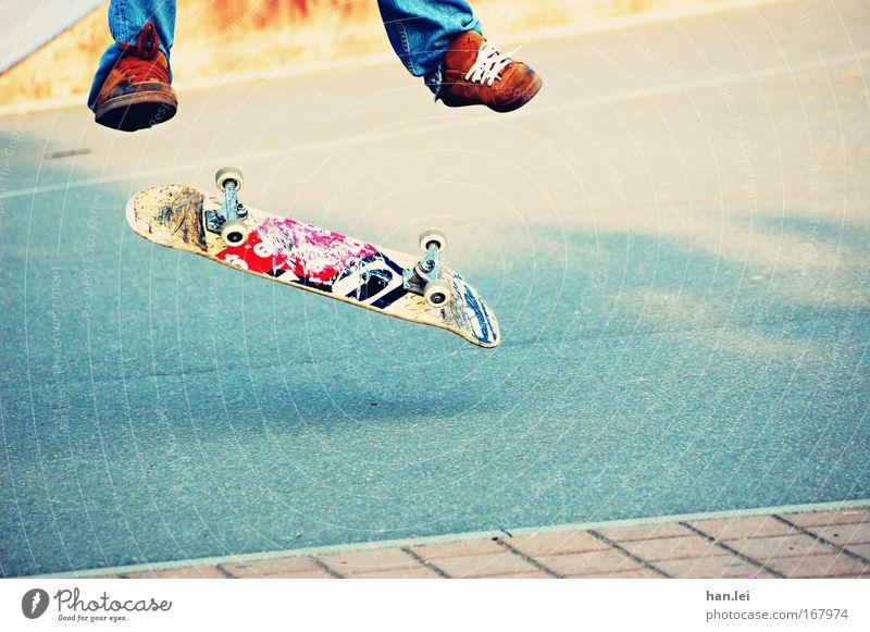 Sk8er Jugendliche blau Freude Erwachsene Sport Spielen springen Beine Fuß Kindheit Schuhe Freizeit & Hobby Kraft fliegen Erfolg