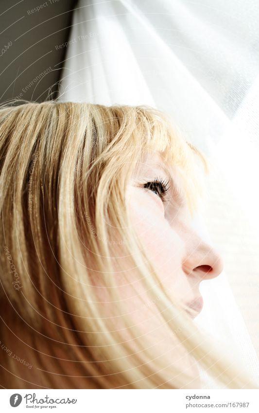 Haarlinien Mensch Mann Jugendliche schön Einsamkeit Gesicht Erwachsene Leben Gefühle Freiheit Bewegung Kopf Haare & Frisuren Traurigkeit träumen elegant