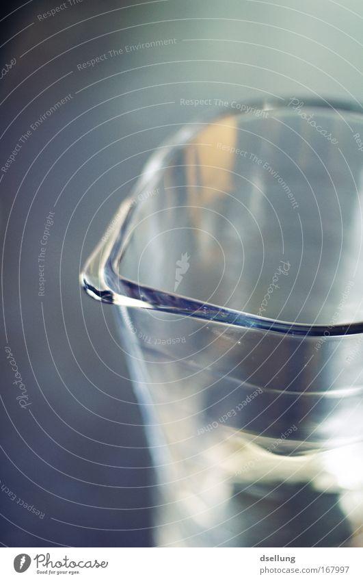 The Glass Prison II Farbfoto Innenaufnahme Nahaufnahme Tag Schwache Tiefenschärfe Vogelperspektive Getränk Erfrischungsgetränk Trinkwasser Limonade Saft