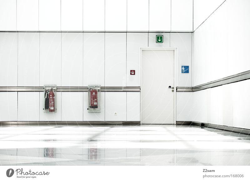 Sterilität Farbfoto Innenaufnahme Zentralperspektive Haus Bauwerk Gebäude Architektur Mauer Wand Tür ästhetisch einfach elegant hell kalt neu Sauberkeit trist