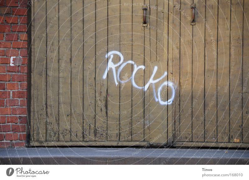 Rocko Farbfoto Außenaufnahme Nahaufnahme Menschenleer Textfreiraum links Textfreiraum unten Tag Abend Häusliches Leben Wohnung Industrieanlage Fabrik Tor Mauer