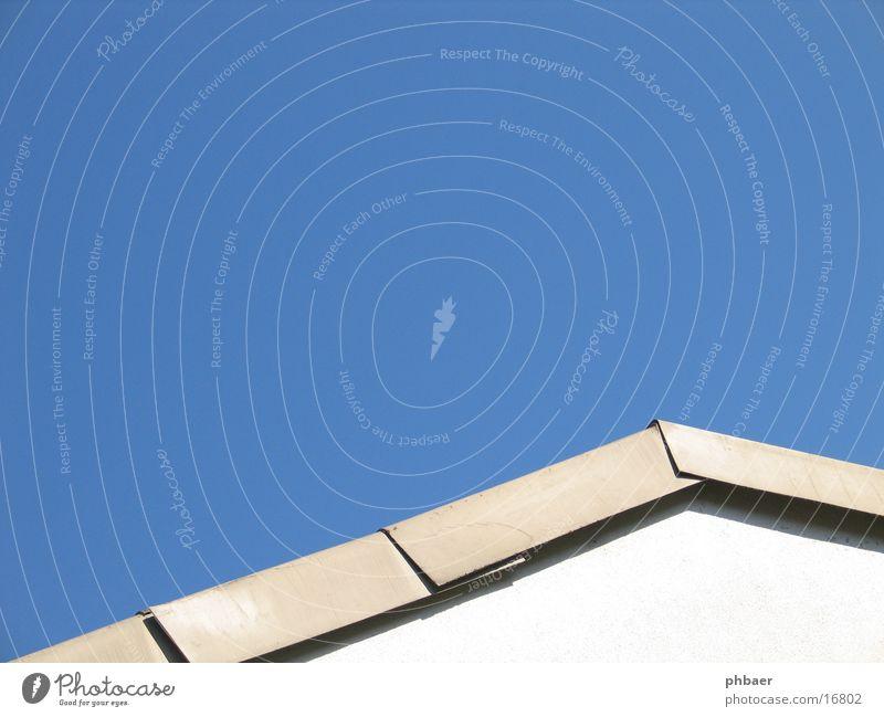 Dach Himmel weiß blau Wand Architektur Ecke Dreieck Dachziegel