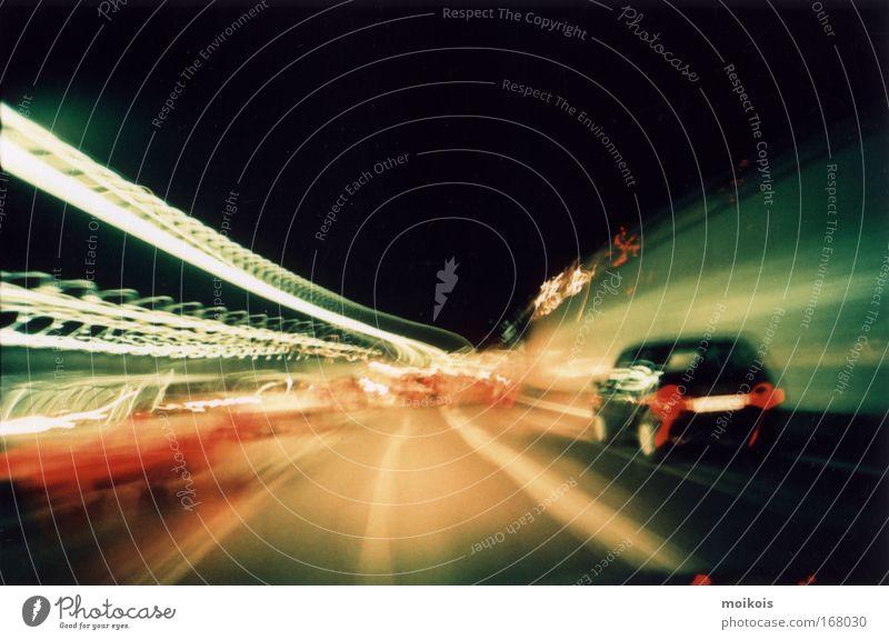 tunnel3 grün rot Bewegung PKW Linie Verkehr Geschwindigkeit leuchten Streifen fahren Spuren Verkehrswege Tunnel Stress Autofahren Licht
