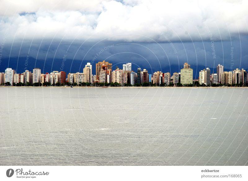 Santos Stadt blau Haus Gebäude Fassade Hochhaus groß modern neu Bankgebäude Skyline Hafenstadt