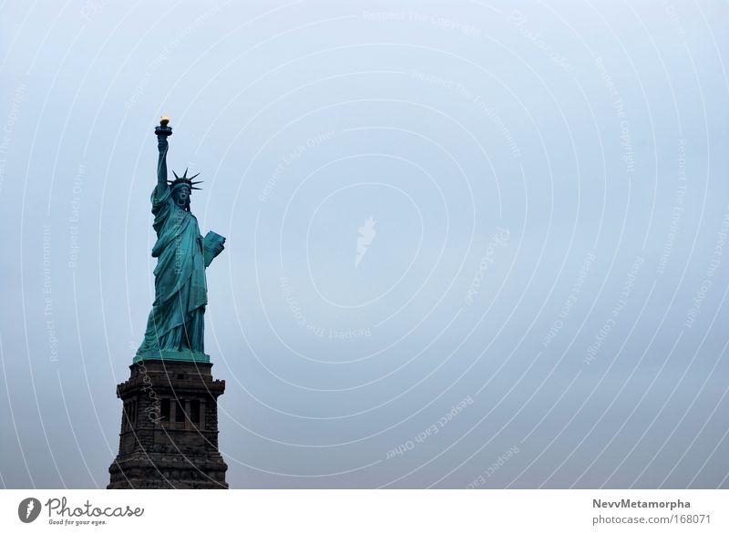 Freiheit im Nebel frei Bauwerk Manhattan Wahrzeichen Amerika New York City USA Sehenswürdigkeit Freiheitsstatue