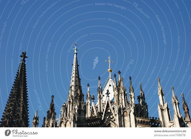 spitzenreiter köln Farbfoto Außenaufnahme Detailaufnahme Strukturen & Formen Menschenleer Textfreiraum oben Tag Kontrast Vorderansicht Köln Deutschland Europa