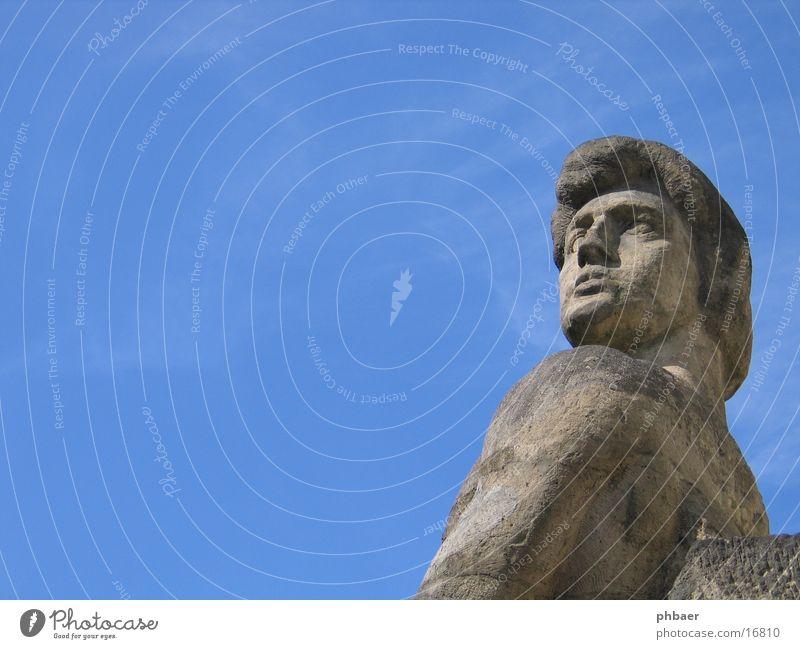 Kolossalfigur Adam Statue Mann maskulin erhaben grau Mathildenhöhe Kolonie Darmstadt Schulter Monumentalfigur Ideale schön Kraft Stolz Stein Habich Himmel blau