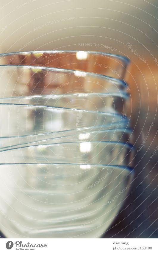 Noch alle Schüsseln im Schrank? Farbfoto Innenaufnahme Nahaufnahme Detailaufnahme Menschenleer Tag Schwache Tiefenschärfe Zentralperspektive Ernährung Dessert