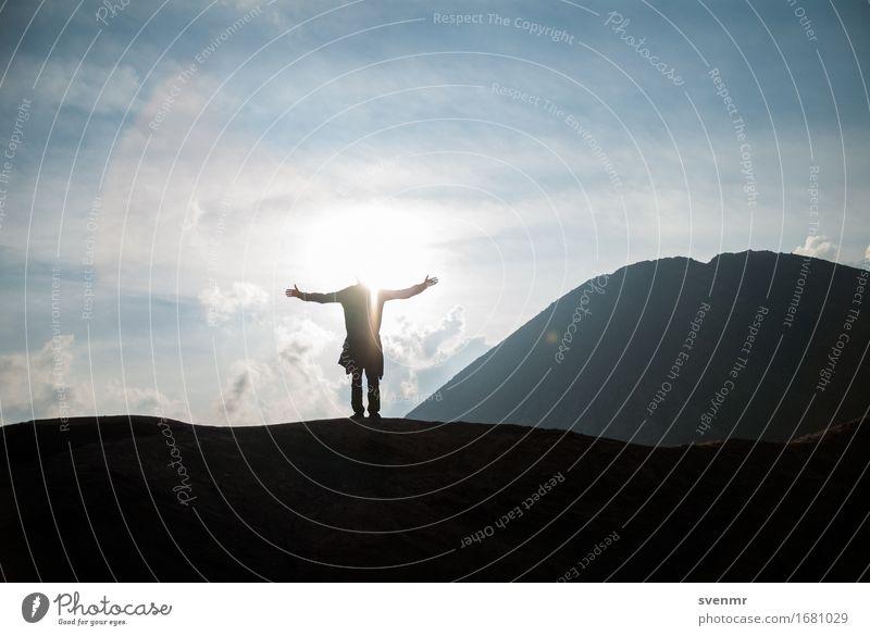 Freiheit am Vulkan Mensch Himmel Natur Ferien & Urlaub & Reisen blau Landschaft Wolken Ferne Berge u. Gebirge Umwelt hell Tourismus maskulin träumen frei