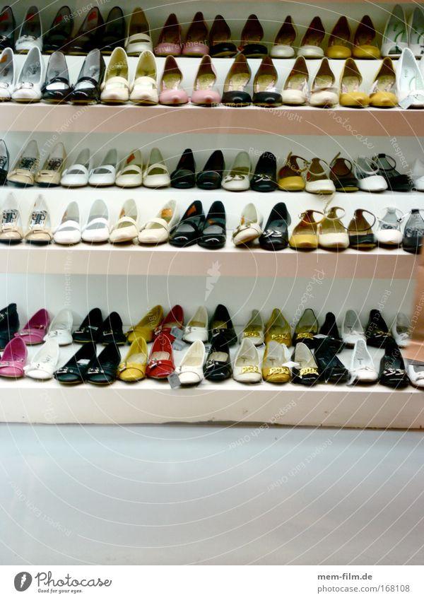 schon wieder? Schuhe Schuhgeschäft Konsum Ladengeschäft Handel Bekleidung Fuß Damenschuhe