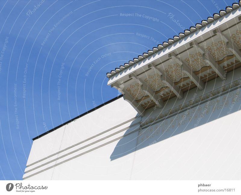 SEINE WELT ZEIGE DER KÜNSTLER DIE NIEMALS WAR ... Himmel weiß blau Linie Architektur Fassade Ecke diagonal Ornament parallel Vordach Darmstadt Kolonie