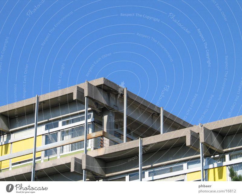 Minusarchitektur Himmel Sonne blau gelb Fenster grau Gebäude Metall Architektur Beton Hochhaus hoch Studium modern Stahl hässlich
