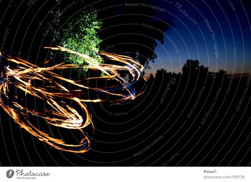 Poi Feuertänzer Farbfoto Außenaufnahme Experiment Dämmerung Nacht Tänzer Jugendkultur Natur Landschaft Urelemente Horizont Sonnenaufgang Sonnenuntergang Sommer