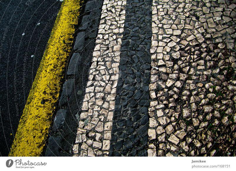Pflastersteine Farbfoto Außenaufnahme bevölkert Fußgänger Wege & Pfade Stein laufen alt Sauberkeit gelb schwarz weiß ästhetisch Ferien & Urlaub & Reisen