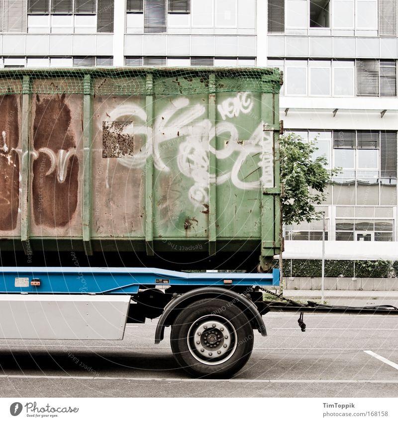 Ich bin ein großer Anhänger Straße Graffiti Straßenverkehr Verkehr trist Güterverkehr & Logistik Fabrik Lastwagen Frankfurt am Main Verkehrswege Container