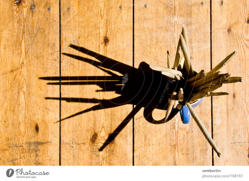 Drumsticks Trommelschlegel Stock kaputt gebrochen Rest Splitter Holz Vogelperspektive Sonne Schatten Bodenbelag Dielenboden