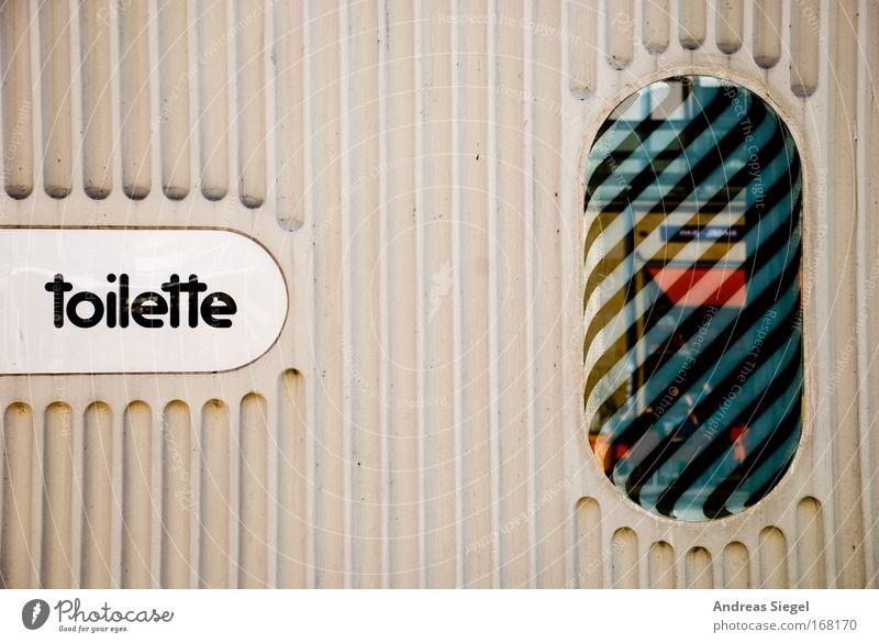 Ich muss mal! weiß schwarz Erholung Fenster grau Stil Linie außergewöhnlich dreckig Schilder & Markierungen Design Tourismus Ausflug ästhetisch Schriftzeichen