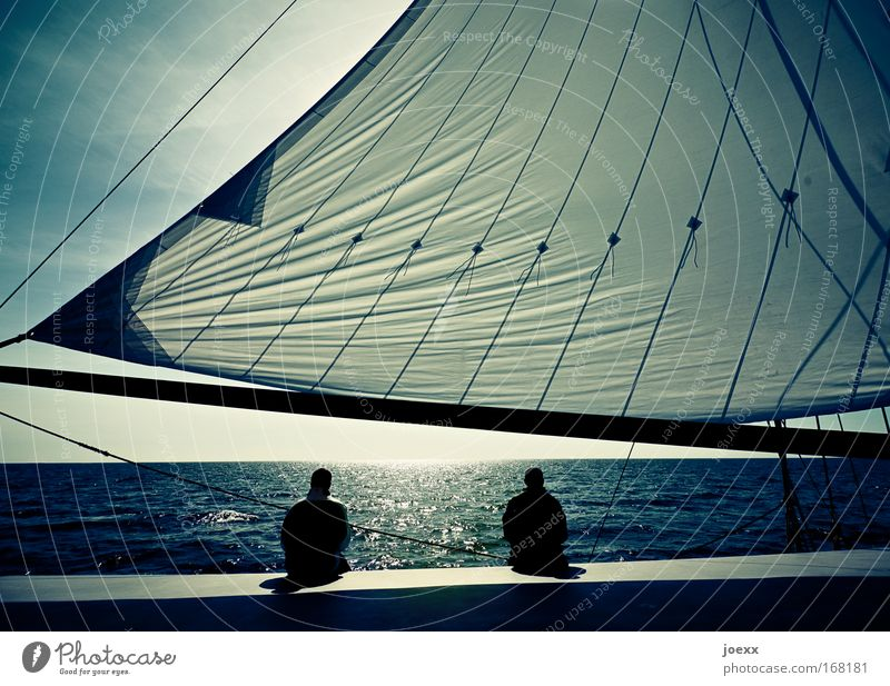 Schweigen Mensch Himmel Mann blau Wasser grün Ferien & Urlaub & Reisen Meer schwarz ruhig Einsamkeit Erwachsene Erholung Freiheit Wasserfahrzeug Paar