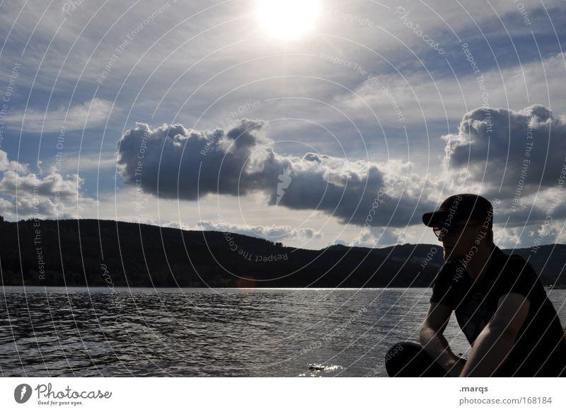 Herr B. am See Mensch Natur Mann Einsamkeit Wolken ruhig Erwachsene Erholung Traurigkeit Denken Stimmung Zufriedenheit sitzen Freizeit & Hobby Hügel Seeufer