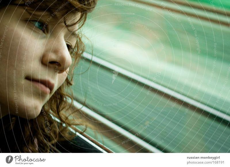 verträumte wirklichkeit Mensch Frau Jugendliche Ferien & Urlaub & Reisen grün Sommer Erwachsene Gesicht Erholung Ferne feminin Denken Junge Frau Stimmung