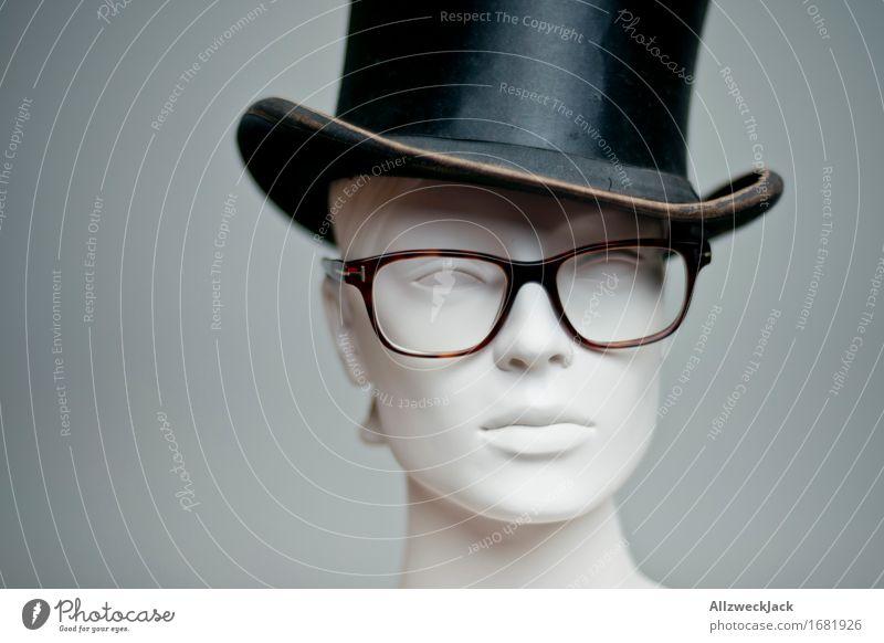 Hutmodel Mode Brille Zylinder trendy retro grau schwarz Nostalgie Hornbrille Model Schaufensterpuppe Gedeckte Farben Studioaufnahme Menschenleer Porträt