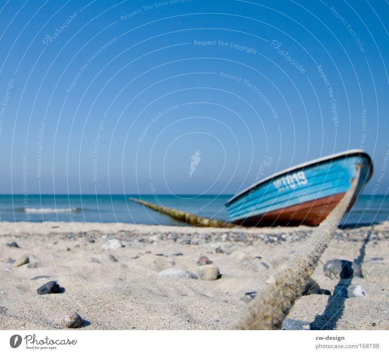 Gestrandet Natur Himmel weiß blau Sommer Strand ruhig Wasserfahrzeug See Sand hell braun Wellen Küste Ferien & Urlaub & Reisen Seeufer