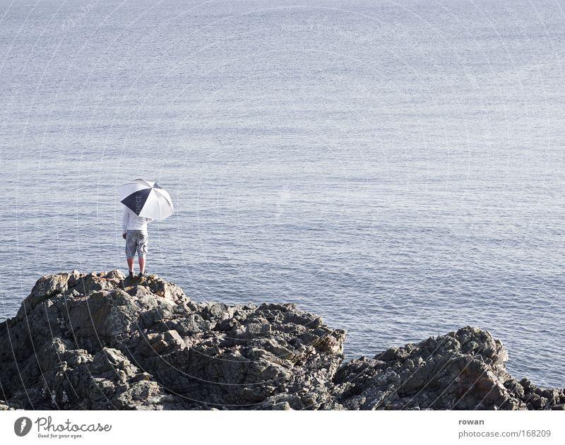 meeresblick Farbfoto Außenaufnahme Textfreiraum rechts Textfreiraum oben Hintergrund neutral Tag Mensch maskulin 1 Küste Seeufer trendy einzigartig Gelassenheit