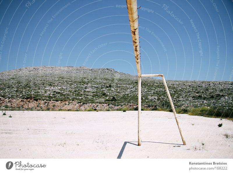 40° im Schatten alt blau weiß Freude Landschaft Spielen Wärme Sand hell Freizeit & Hobby Perspektive Hügel heiß trocken Rost Verfall