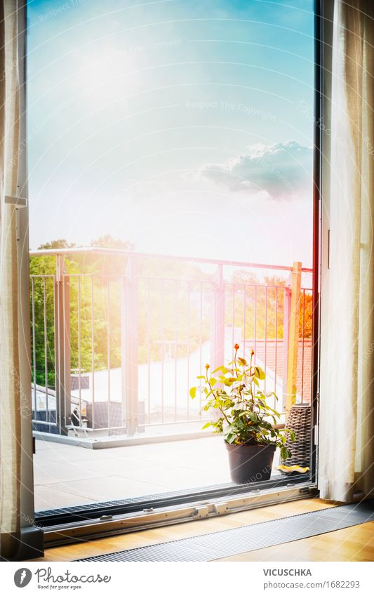 Schöner Ausblick vom Zimmer auf dem Balkon oder der Terrasse Himmel Natur Stadt Sommer grün Sonne Haus Stil Lifestyle Design Wohnung Raum Häusliches Leben