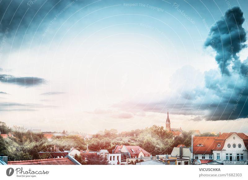 Ausblick auf die alte Stadt Lifestyle Ferien & Urlaub & Reisen Sommer Kleinstadt Altstadt Skyline Haus Kirche Turm Gebäude Architektur Sehenswürdigkeit