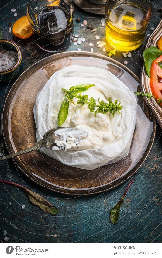 Handgemachte Ricotta Käse auf rustikalem Küchentisch Gesunde Ernährung Leben Foodfotografie Stil Lebensmittel Design Häusliches Leben Tisch weich