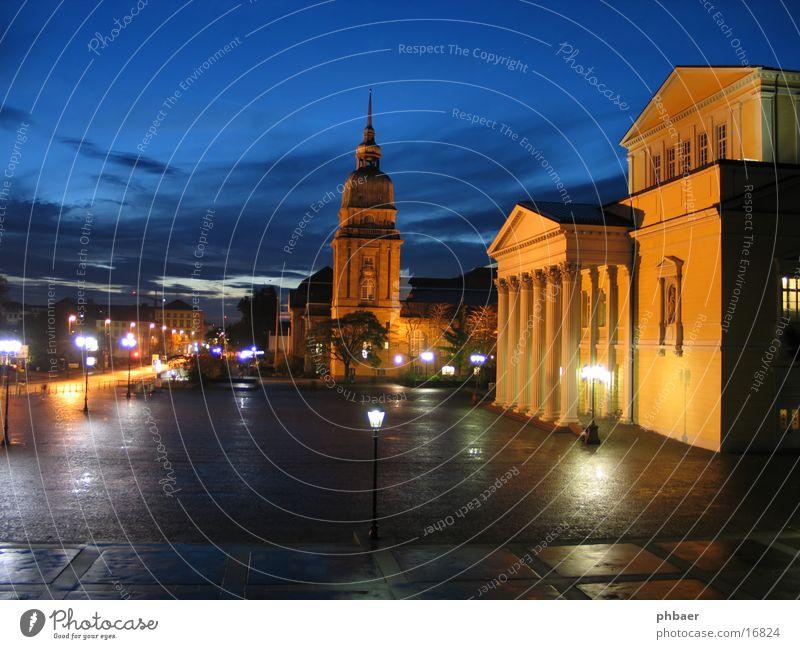 Karolinenplatz Platz offen Staatsarchiv Hessen Darmstadt Eingang Portal Nacht dunkel Dämmerung Wolken Beleuchtung Klassik klassisch Langzeitbelichtung