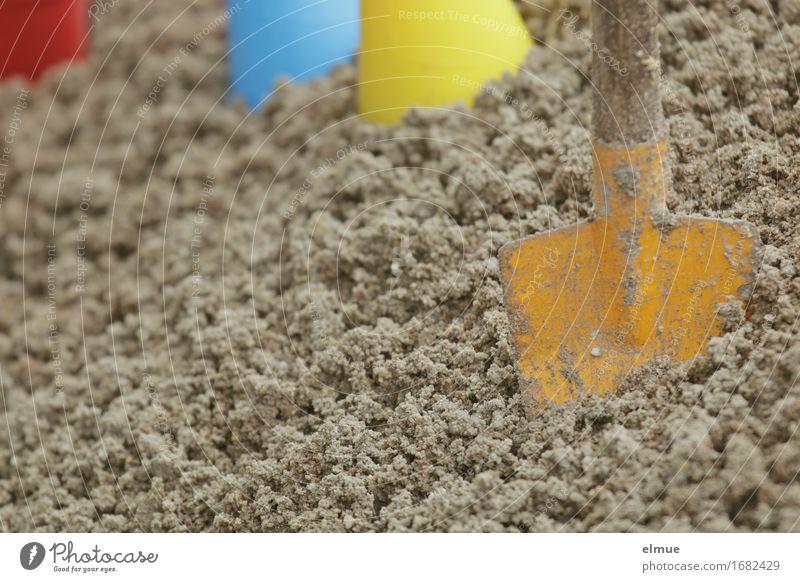 Sommersaison im Sandkasten (2) Spielen Ferien & Urlaub & Reisen Abenteuer Sommerurlaub Strand Nordsee Ostsee Spielzeug Schaufel Sandspielzeug mehrfarbig Freude