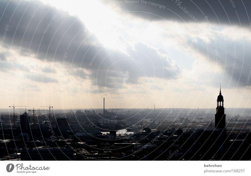 moin hamburg Farbfoto Außenaufnahme Sonnenlicht Sonnenstrahlen Gegenlicht Himmel Wolken Wind Nebel Regen Hafenstadt Stadtzentrum Bauwerk Gebäude Architektur