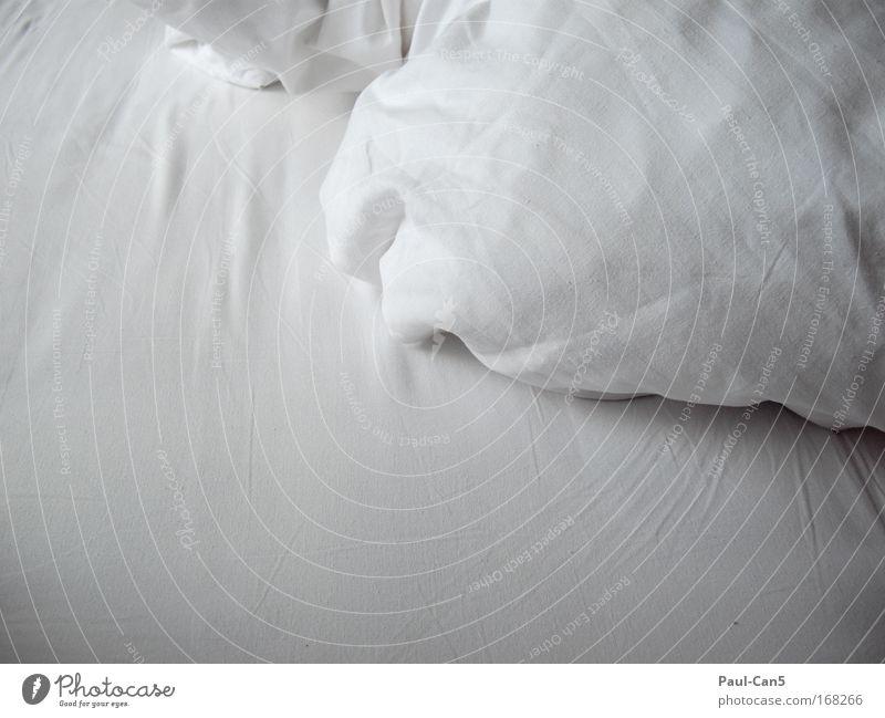 Bettgeflüster weiß Freude ruhig Erholung Gefühle Glück Zufriedenheit Zusammensein Bett Warmherzigkeit Zeichen Vertrauen Duft Wohlgefühl Partnerschaft Verliebtheit