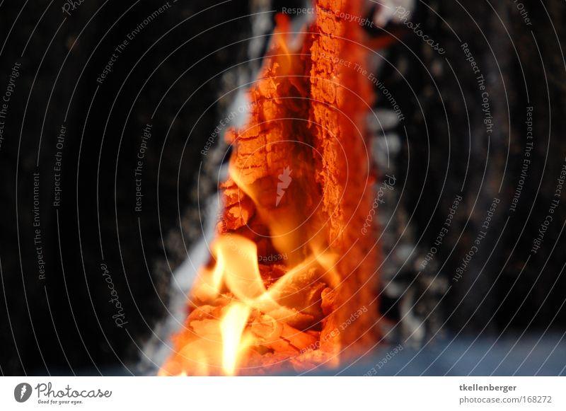 Die Feuerhöle rot schwarz Umwelt gelb Wärme Holz grau glänzend gold frei Urelemente Aggression brennen glühen gigantisch