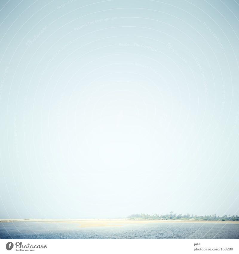 far away Farbfoto Gedeckte Farben Menschenleer Textfreiraum oben Tag Licht High Key Weitwinkel Landschaft Wasser Himmel Sommer Schönes Wetter Strand Meer Ferne