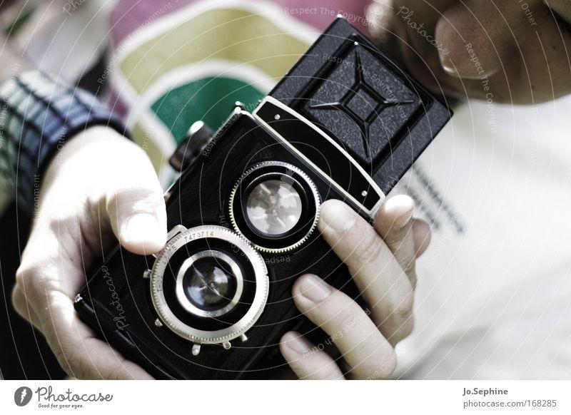 his magic marvel Mensch Jugendliche Erwachsene Junger Mann 18-30 Jahre maskulin Freizeit & Hobby beobachten festhalten Fotokamera Fotograf Vorsicht Fotografieren geduldig Lomografie Mittelformat