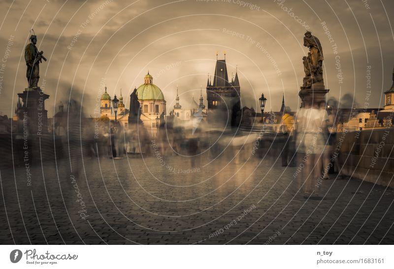 Vergangener Moment Mensch Ferien & Urlaub & Reisen weiß dunkel schwarz grau Stimmung gold Kirche Europa Brücke historisch Sehenswürdigkeit Wahrzeichen
