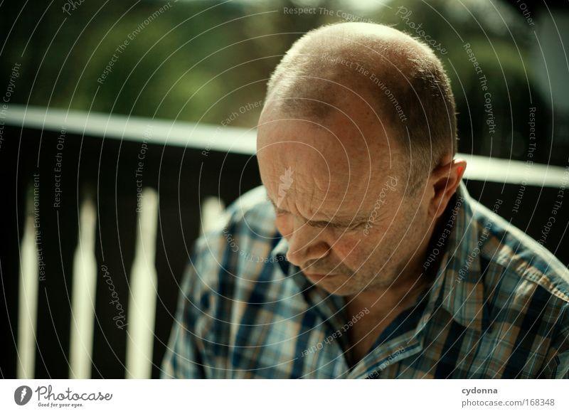 Stutzig Farbfoto Außenaufnahme Nahaufnahme Detailaufnahme Textfreiraum links Tag Schatten Kontrast Sonnenlicht Starke Tiefenschärfe Zentralperspektive Totale