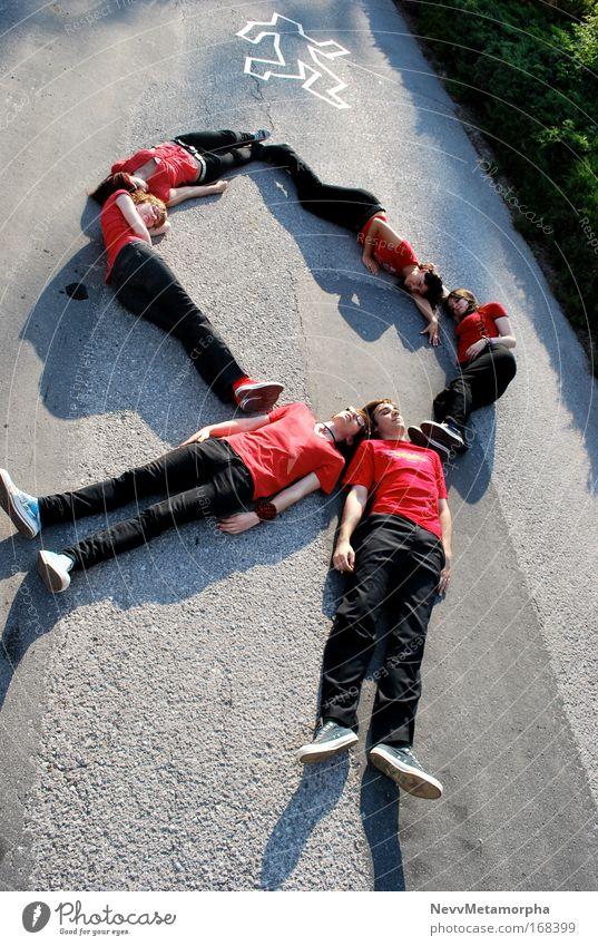 Fashion against AIDS Körper 6 Mensch Schleife liegen rot schwarz Tod ausgeschlossen Außenaufnahme Vogelperspektive Ganzkörperaufnahme Blick nach vorn