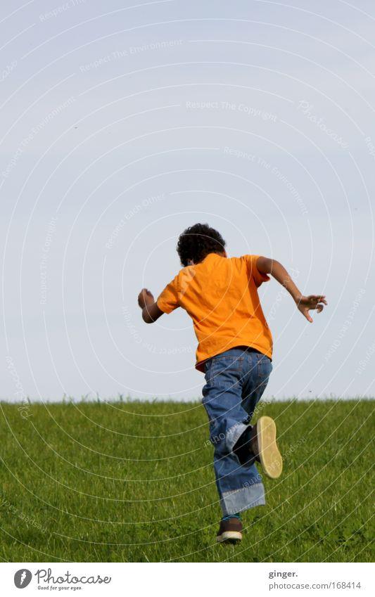 Fersengeld geben Mensch Kind Himmel Natur Jugendliche blau grün Landschaft Wiese Gras Junge Frühling Horizont Schuhe Freizeit & Hobby maskulin