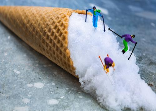 Miniwelten - Abfahrt - Ski Mensch Ferien & Urlaub & Reisen Mann blau Winter Erwachsene Sport Schnee Lebensmittel maskulin Freizeit & Hobby Ernährung Speiseeis