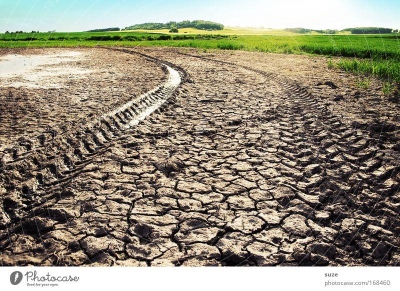 Die Karre steckt im Dreck ... Natur Pflanze Landschaft Umwelt Wiese braun Arbeit & Erwerbstätigkeit Feld Wachstum Erde Klima Industrie Wandel & Veränderung