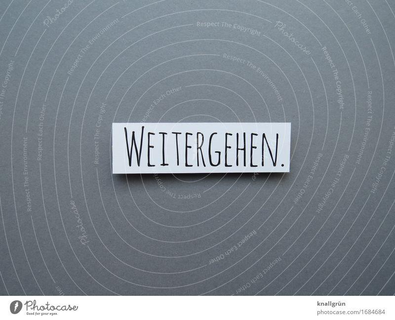 WEITERGEHEN. Schriftzeichen Schilder & Markierungen gehen Kommunizieren eckig grau schwarz weiß Gefühle Lebensfreude selbstbewußt Willensstärke Mut Tatkraft