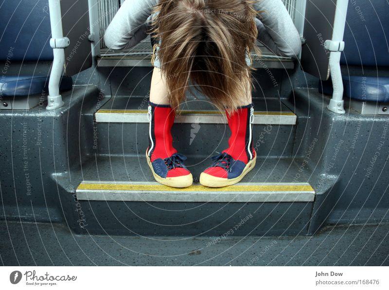 These Boots Are Made For Walking Textfreiraum unten Zentralperspektive Wegsehen Junge Frau Jugendliche Kopf Haare & Frisuren Bahnfahren Busfahren Straßenbahn