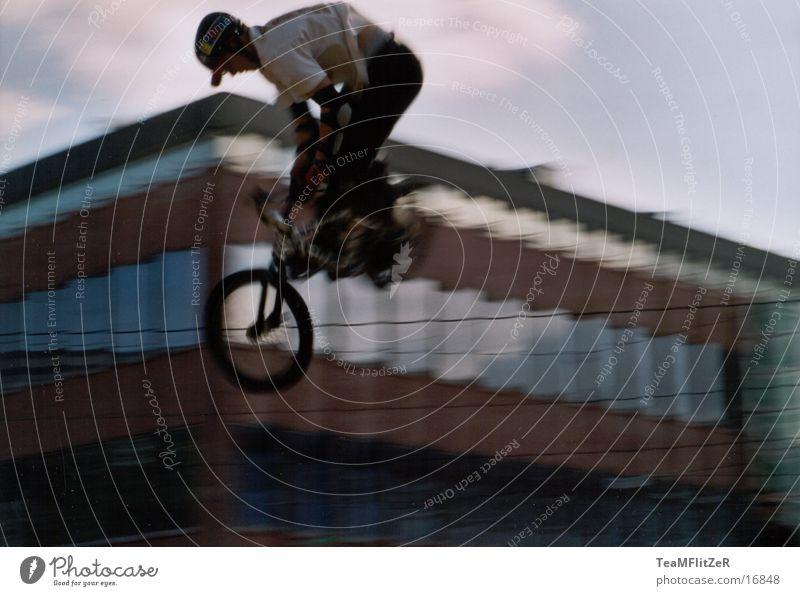 fly away springen extrem Stil Extremsport BMX Fahrrad king of dirt fliegen fun