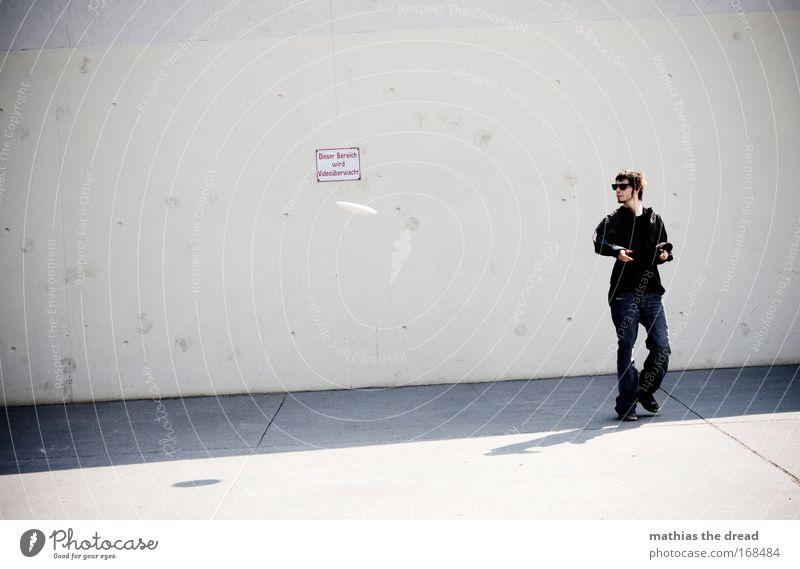 SCHEIBENDREHER Mensch Jugendliche Stadt Erwachsene dunkel kalt Spielen fliegen Freizeit & Hobby laufen Schilder & Markierungen maskulin Beton 18-30 Jahre