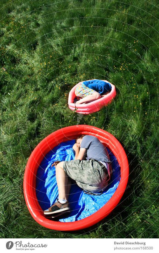 Große Babys Mensch Kind Mann Jugendliche blau grün rot Pflanze Erholung Wiese Familie & Verwandtschaft Gras Schwimmen & Baden rosa Junger Mann schlafen